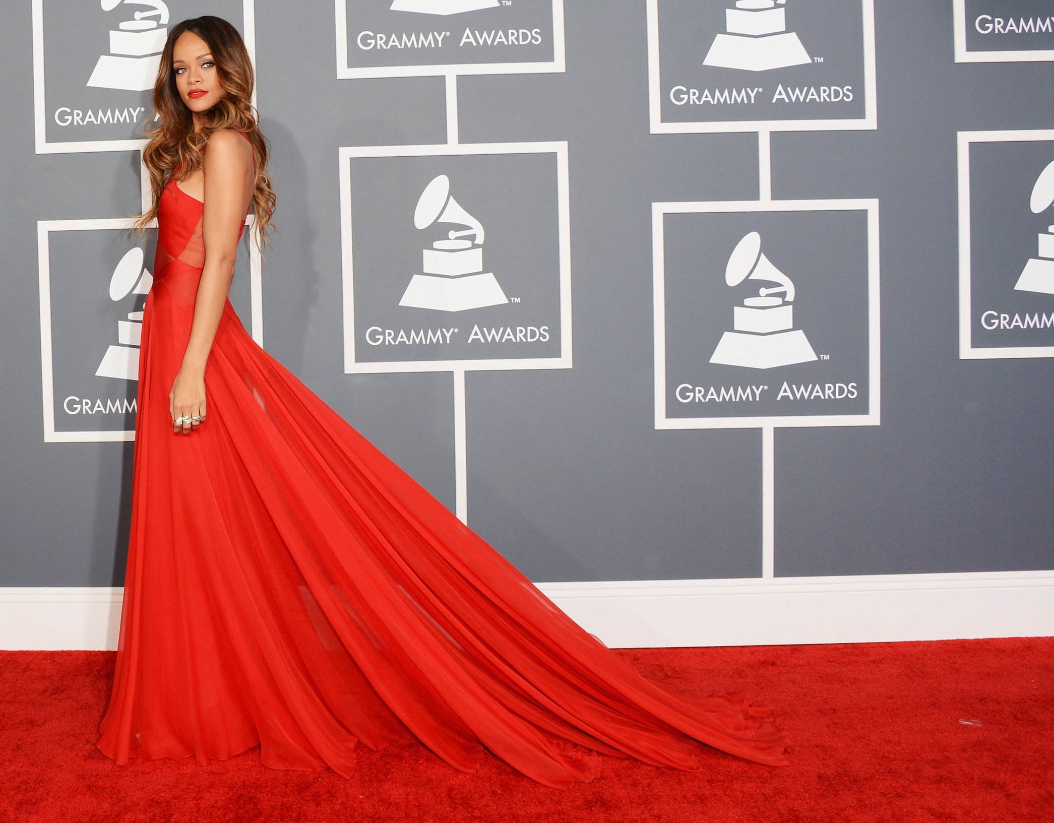 10 Rihanna&39s Most Iconic Red Carpet Dresses  Her Beauty
