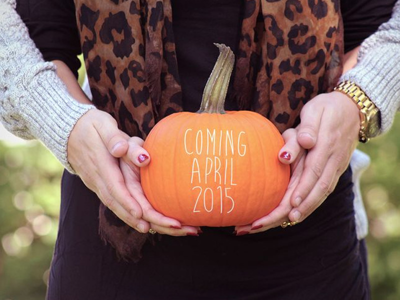 Fun And Creative Pregnancy Photo Ideas 19
