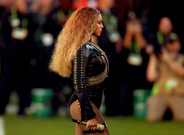coldplay-did-their-best-but-beyonce-stole-2016-super-bowl-halftime-show-01