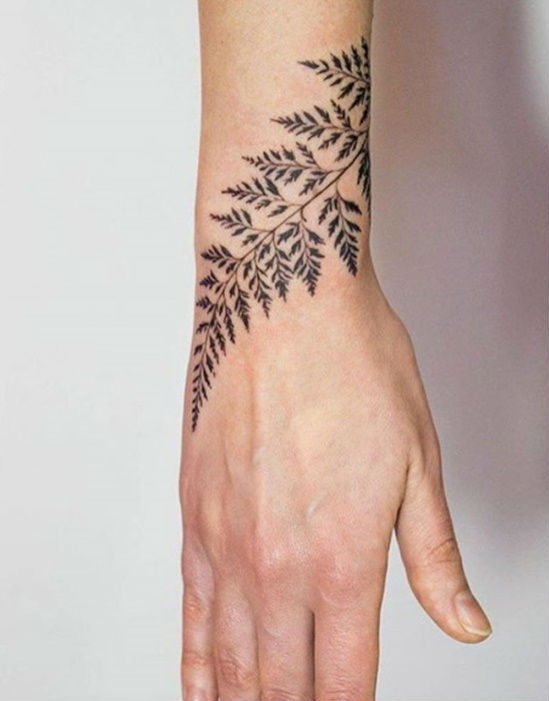 14 amazingly attractive wrist tattoo ideas her beauty for Delicate wrist tattoo designs