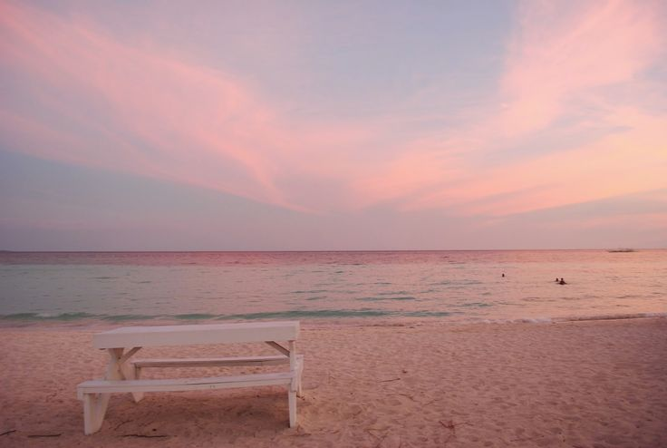 amazing_places_to_find_pink_sand_beaches_02