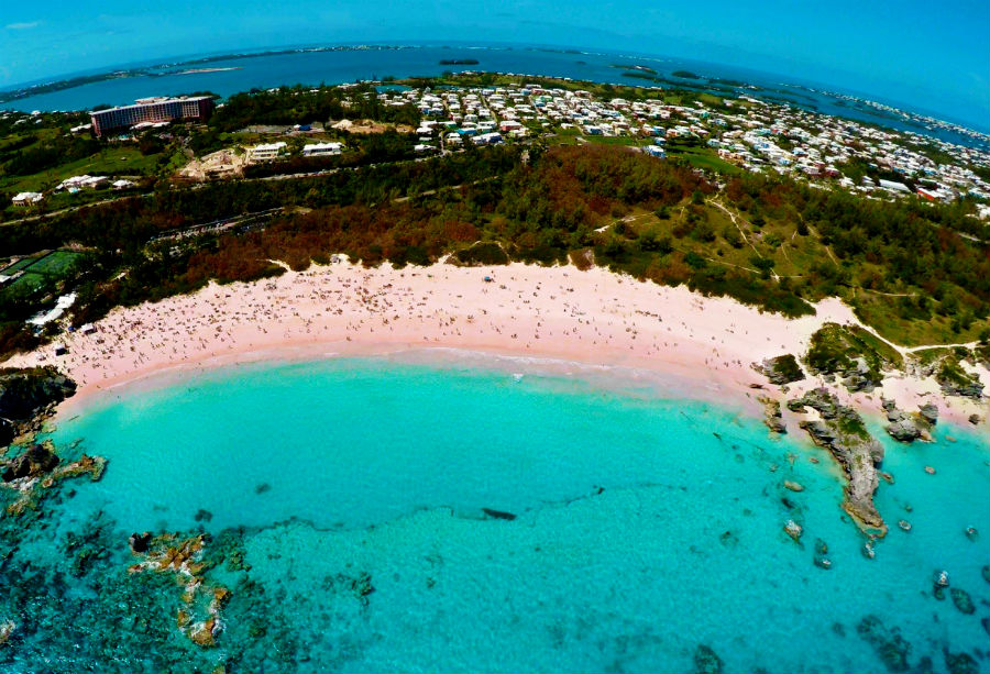amazing_places_to_find_pink_sand_beaches_07