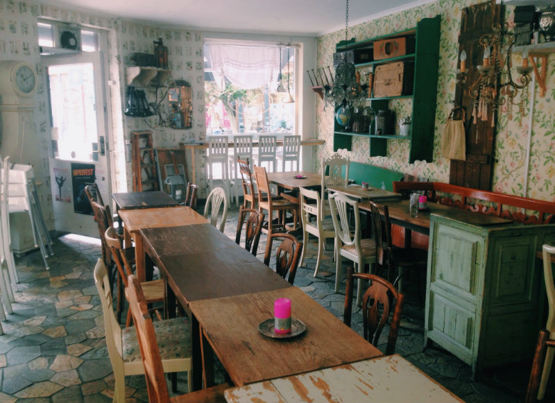 cutest-cafes-from-around-the-world-every-girl-should-visit-22