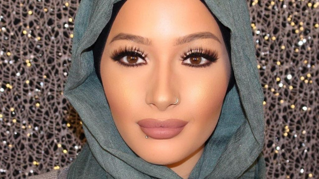 the-first-hijabi-covergirl-is-here-and-her-name-is-nura-afia-00
