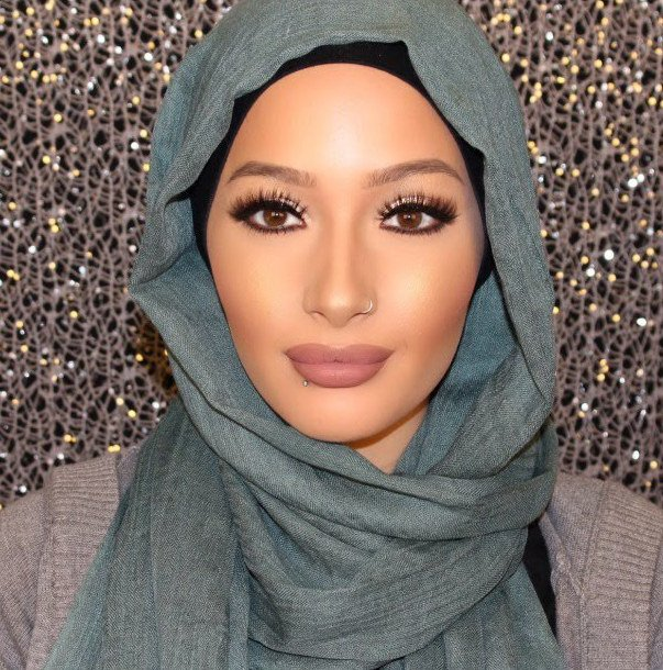 the-first-hijabi-covergirl-is-here-and-her-name-is-nura-afia-01