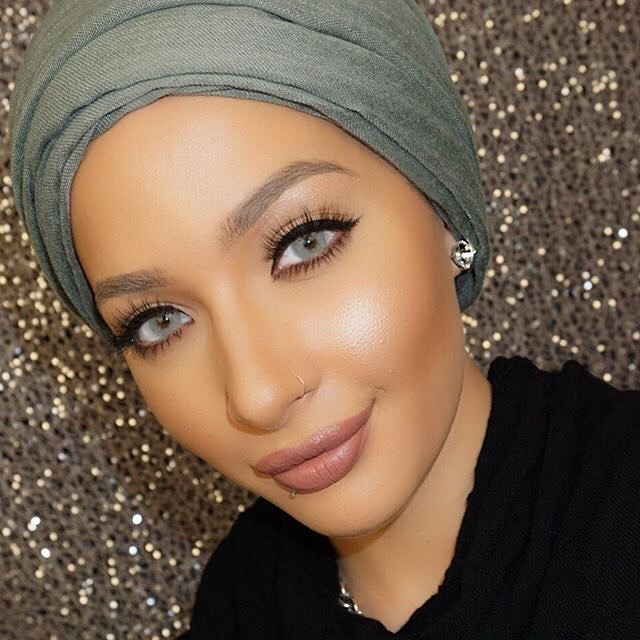 the-first-hijabi-covergirl-is-here-and-her-name-is-nura-afia-02