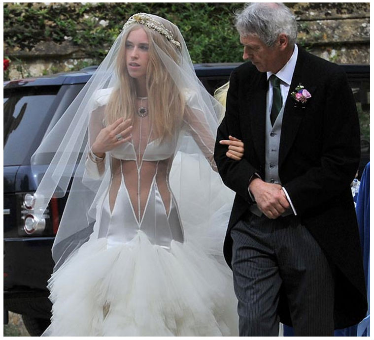 13_Of_The_Worst_Wedding_Dresses_You've_Ever_Seen_11
