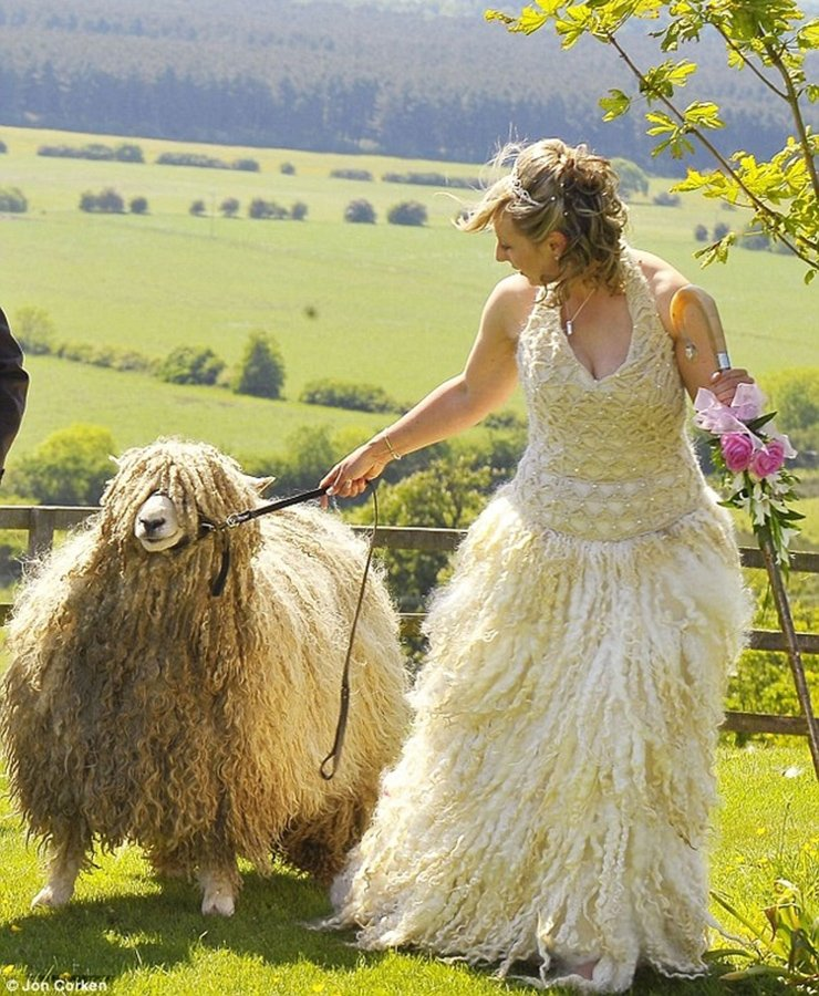 13_Of_The_Worst_Wedding_Dresses_You've_Ever_Seen_9