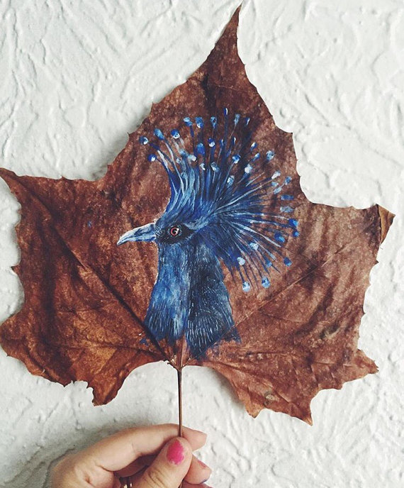 this-artist-is-painting-incredible-works-of-art-on-dried-leaves-02