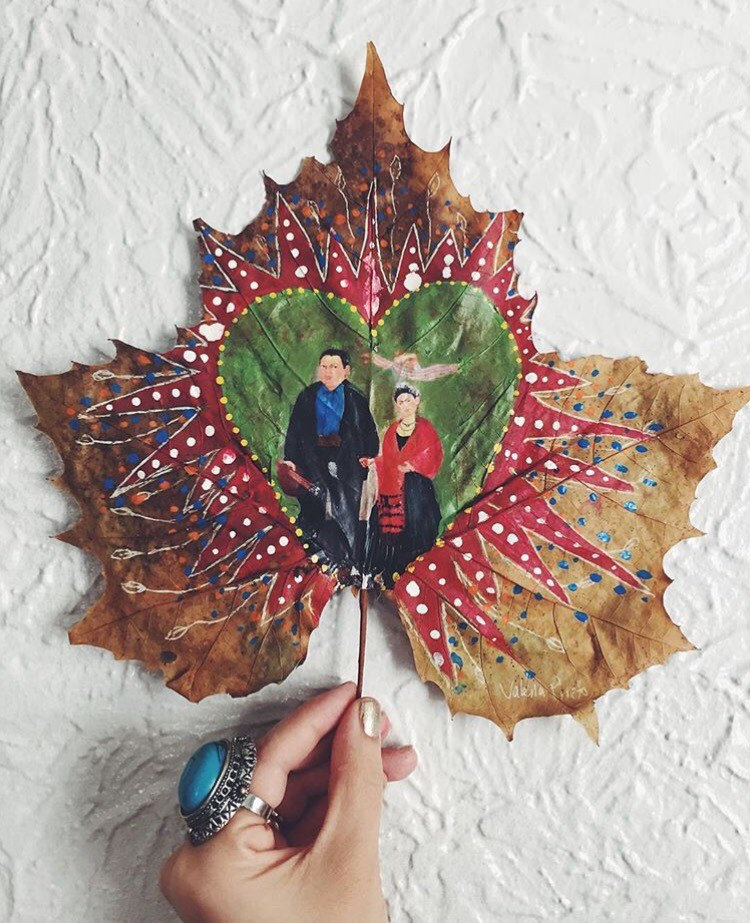 this-artist-is-painting-incredible-works-of-art-on-dried-leaves-05