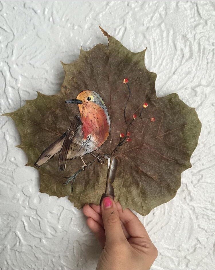 this-artist-is-painting-incredible-works-of-art-on-dried-leaves-08
