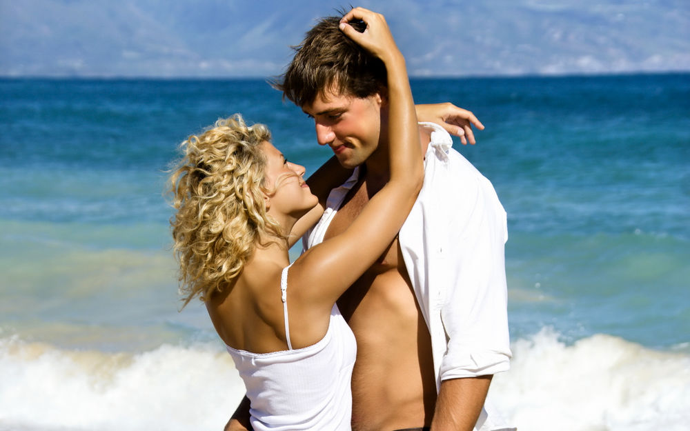 10-easy-tricks-to-tease-him-but-not-too-much3