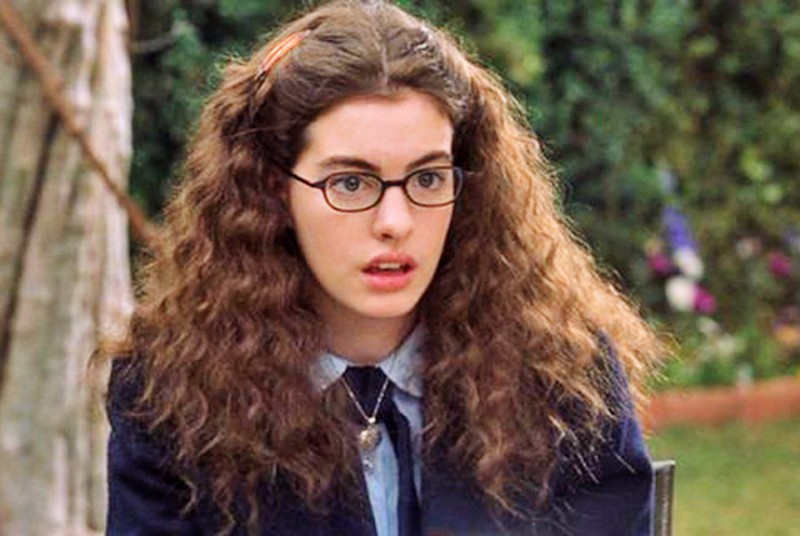 10-ugly-ducklings-who-turned-into-bombshells-right-on-screen10