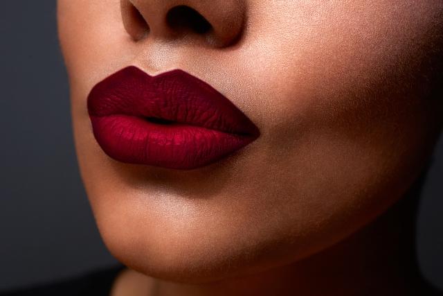 best-ways-to-wear-dark-lipstick-01