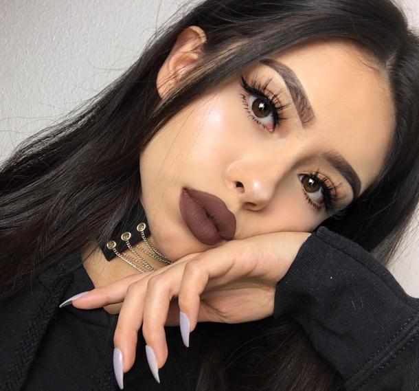 best-ways-to-wear-dark-lipstick-04