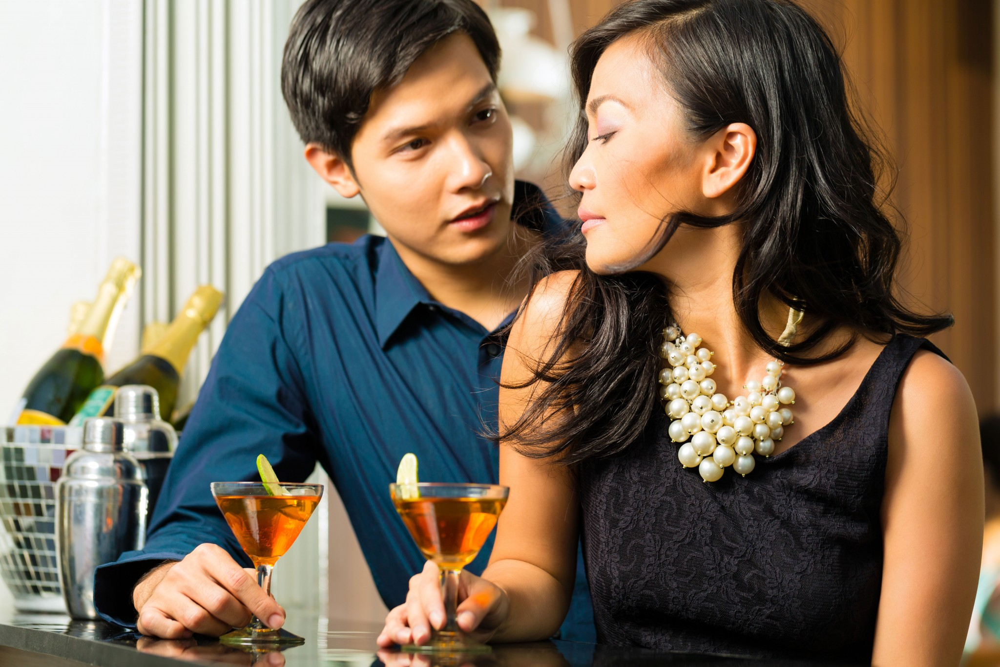 Body Language Signs Men Do While Flirting