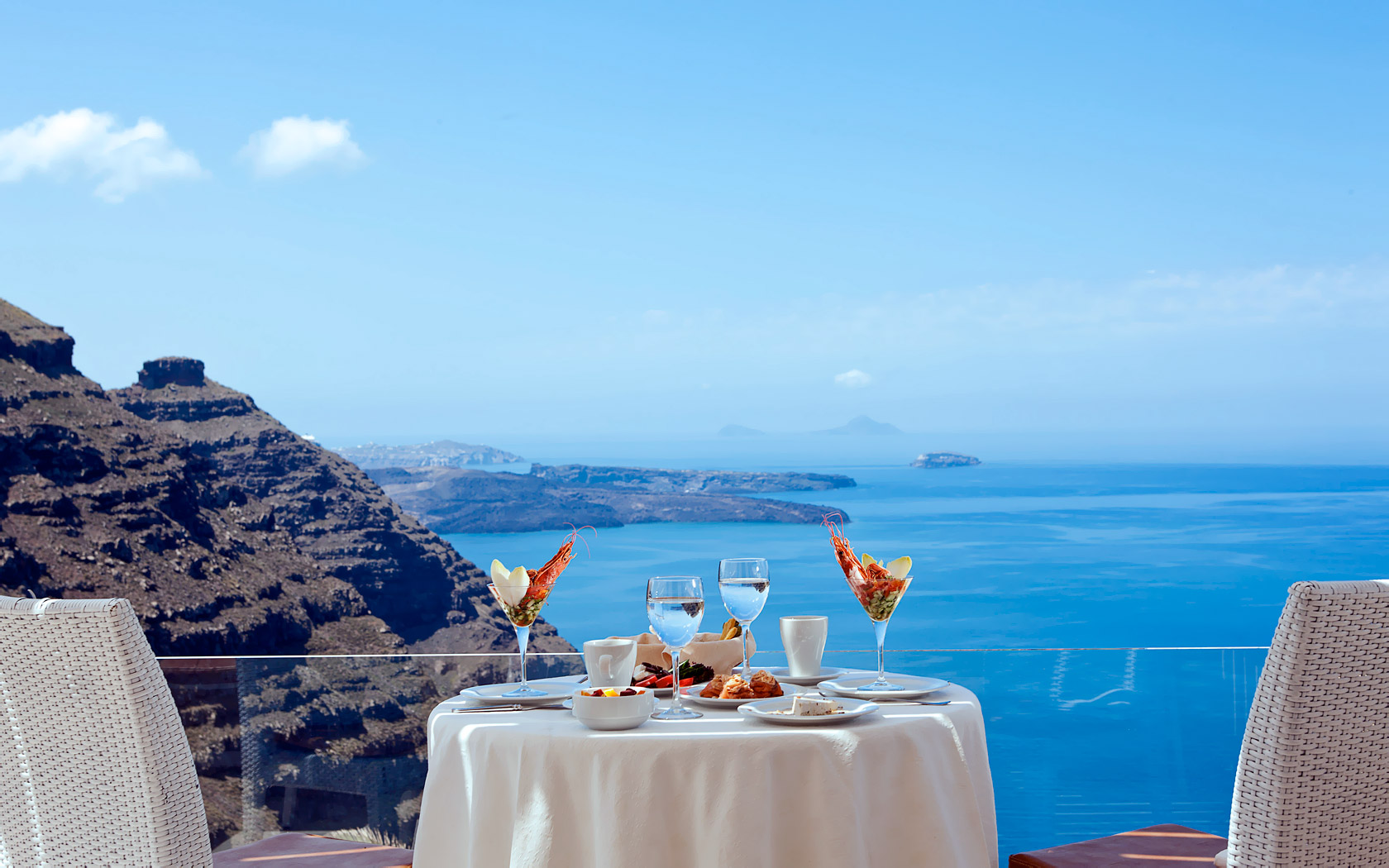Top Hot Spots For Honeymoon Santorini