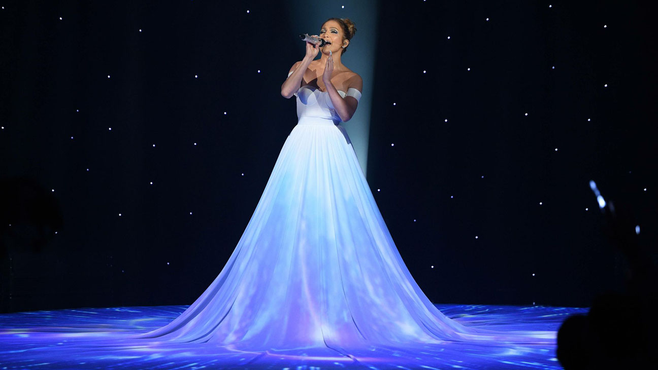 J-Lo Stunned the Audience With Her Magical Dress