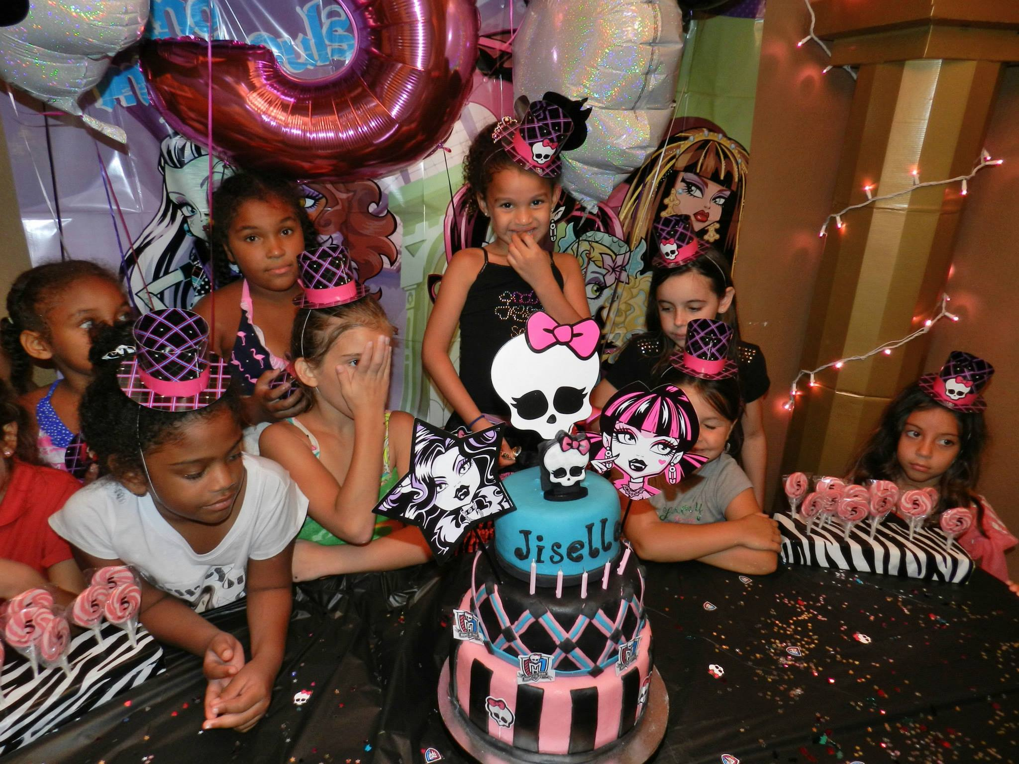 Halloween birthday party decoration ideas -  Monster High Party For Girls