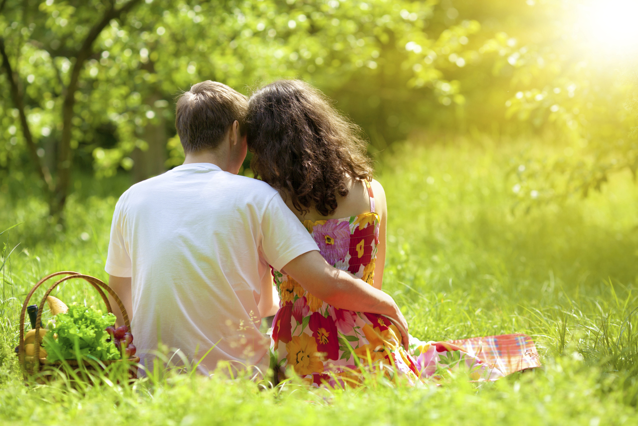 How to Plan a Romantic Picnic