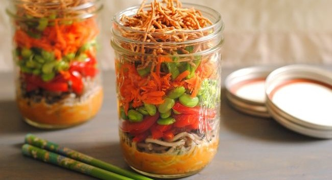 http://foxeslovelemons.com/asian-noodle-salad-jars/