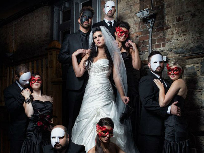 Elegant and Spooky Halloween Wedding Ideas 6