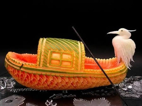 creative_fruit_carvings-01