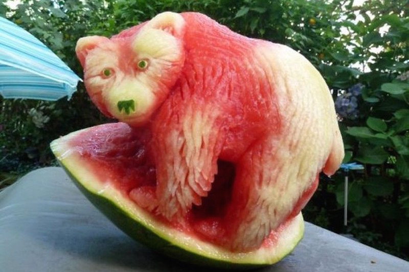 creative_fruit_carvings-03