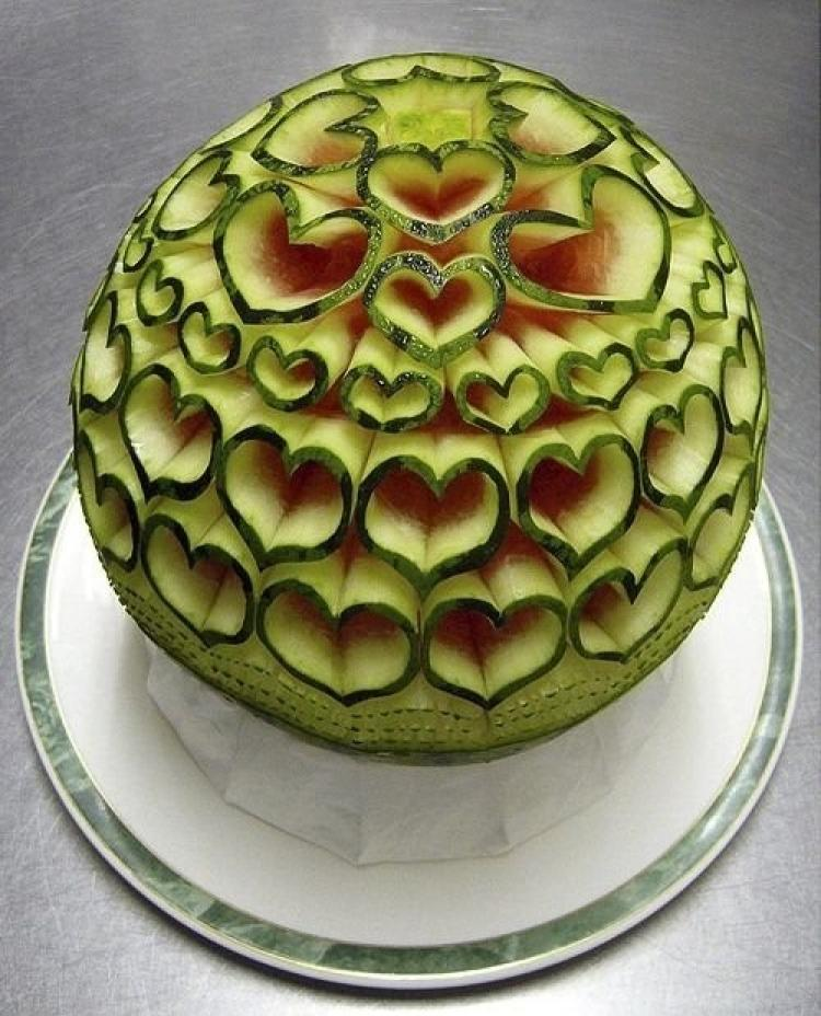 creative_fruit_carvings-07