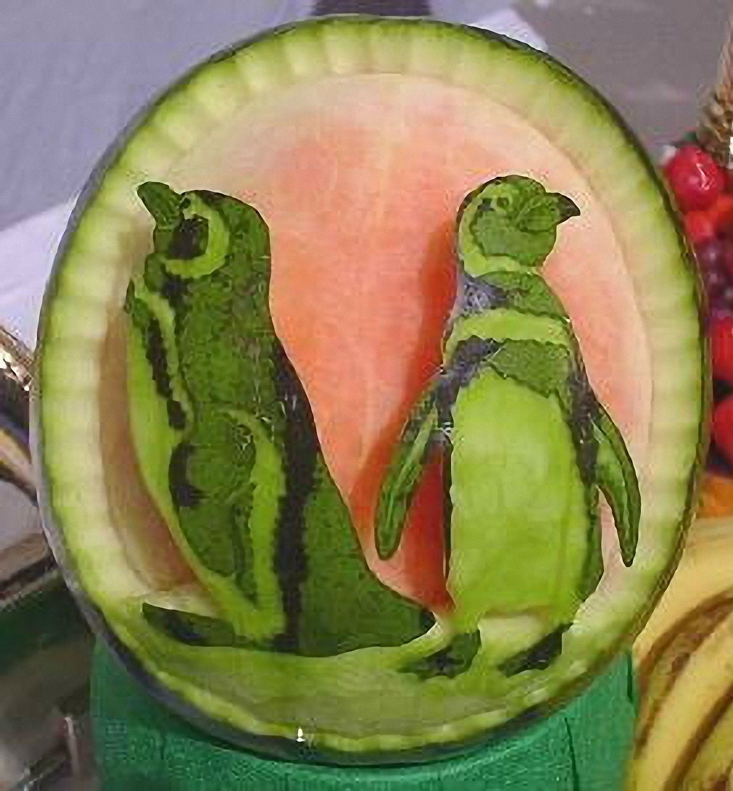 creative_fruit_carvings-12