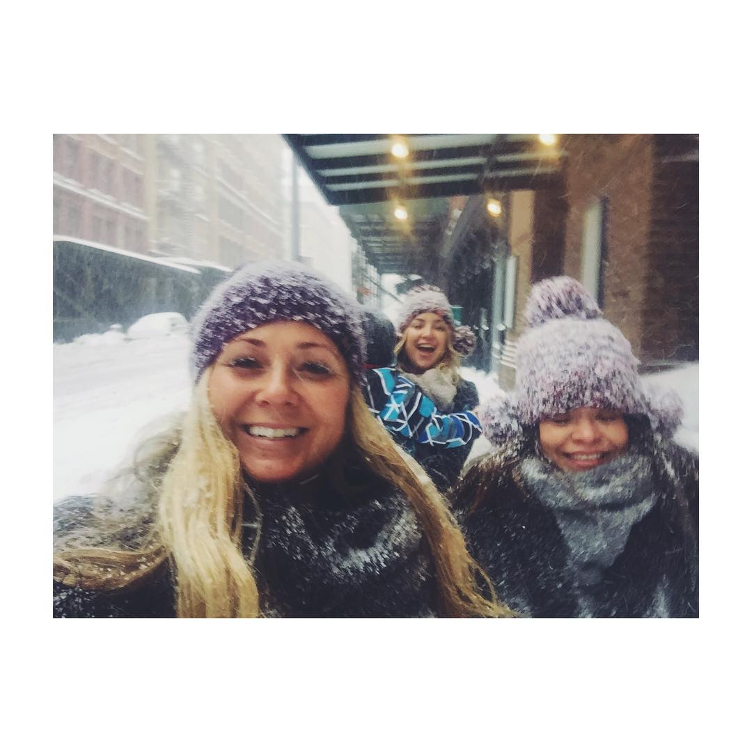 how_were_celebs_surviving_during_snowstorm_jonas_blizzard2016_05