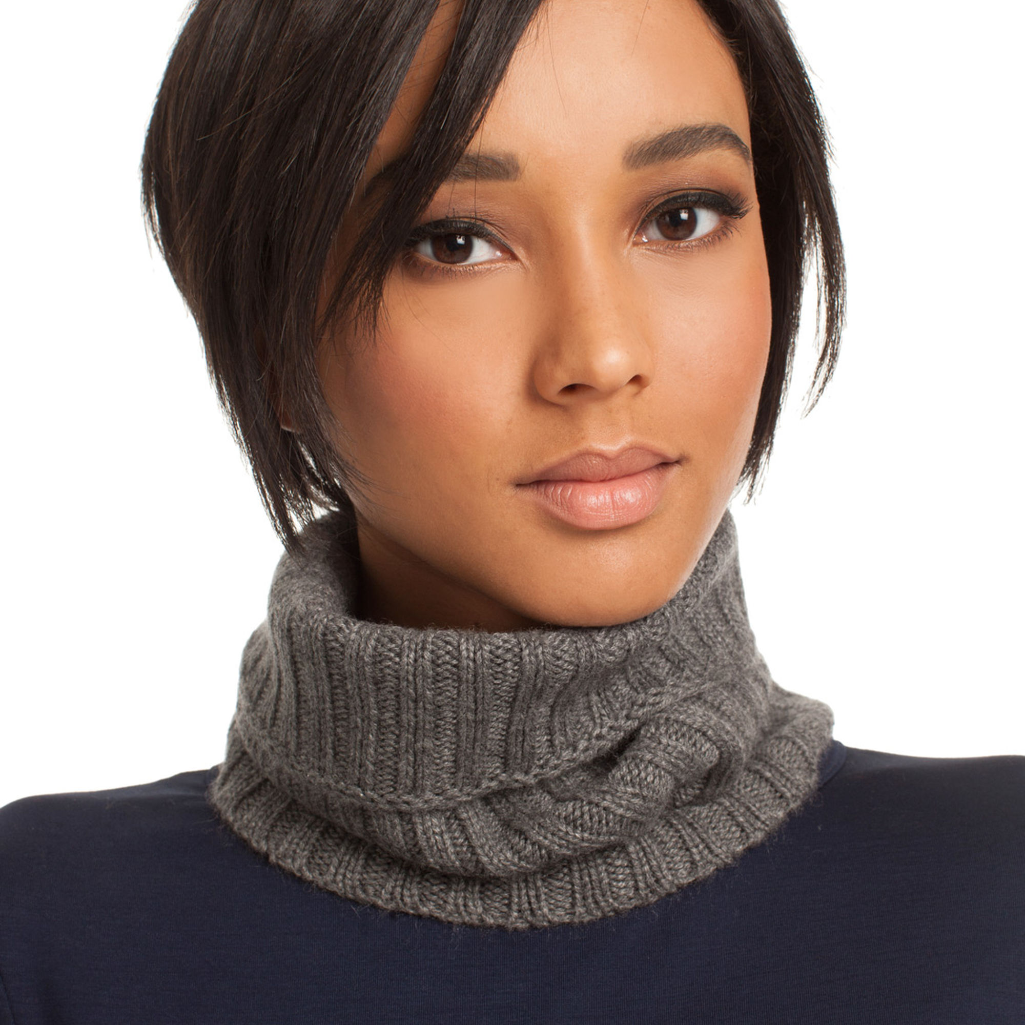 stylish_ways_to_wear_scarf_this_winter_07
