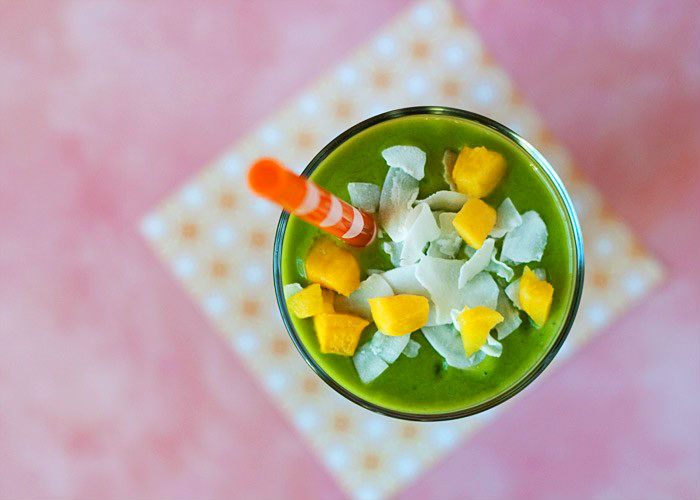 8_simple_green_smoothies_thta_make_salad_taste_like_dessert_02
