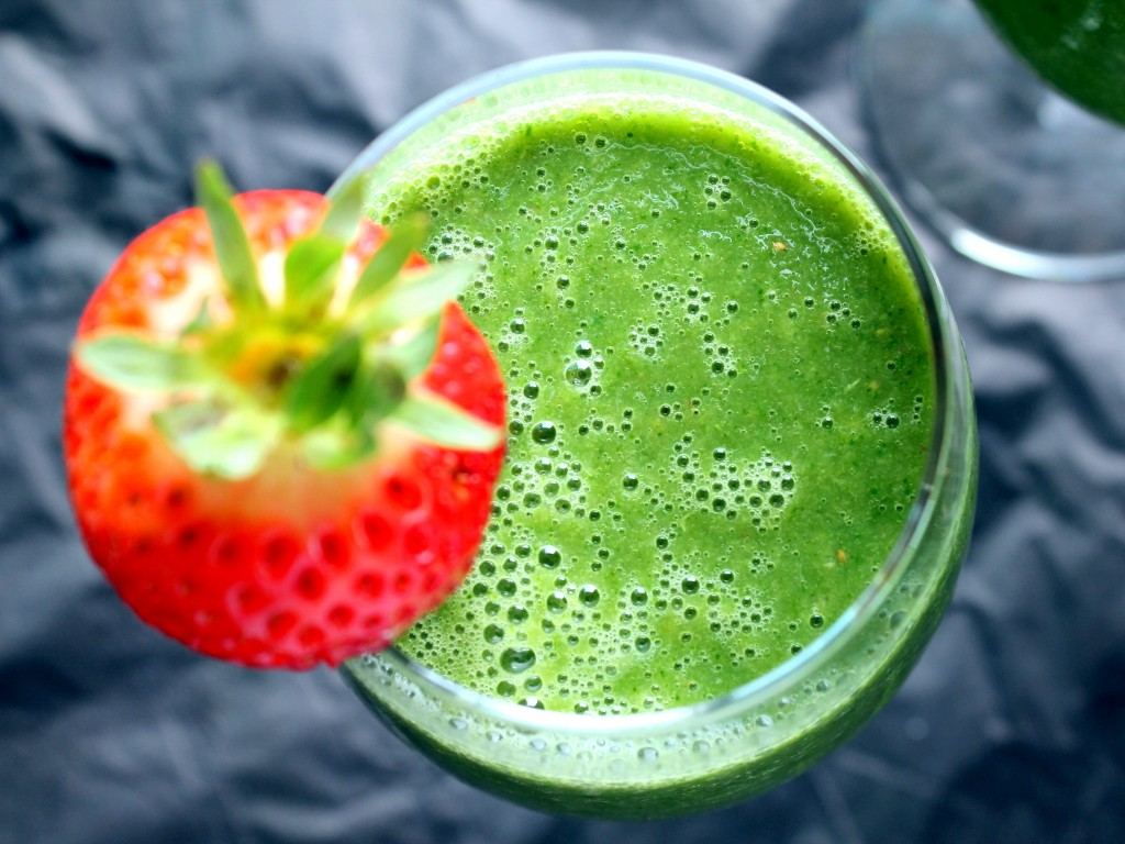 8_simple_green_smoothies_thta_make_salad_taste_like_dessert_04