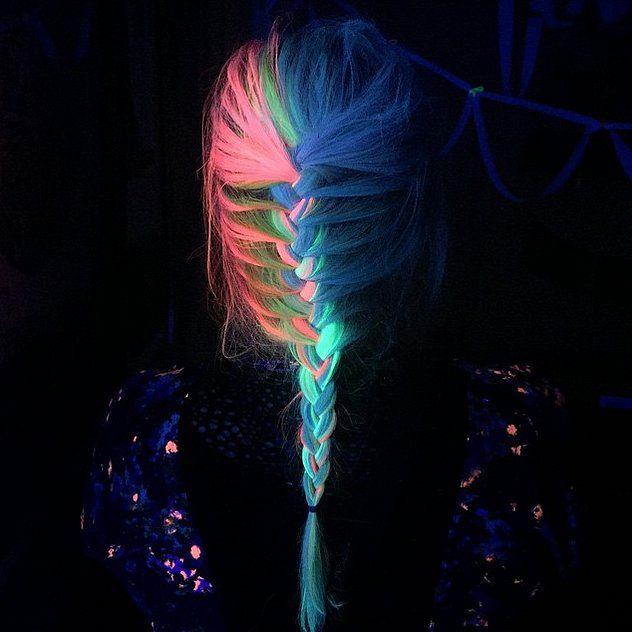 glow-in-the-dark-hair-is-the-newest-trend-of-2016_01