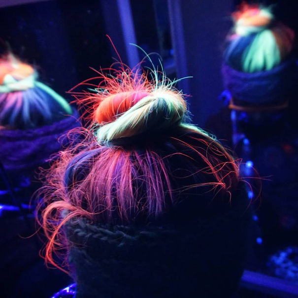 glow-in-the-dark-hair-is-the-newest-trend-of-2016_02