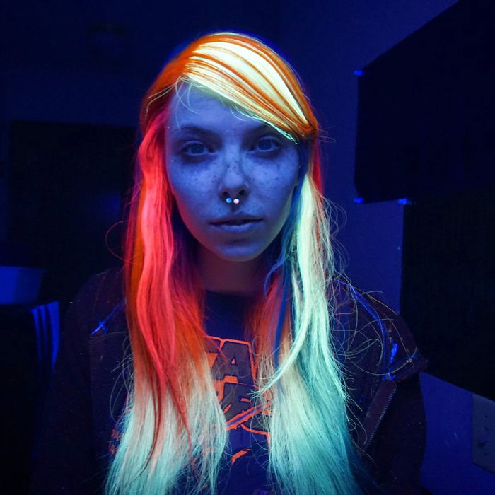 glow-in-the-dark-hair-is-the-newest-trend-of-2016_04