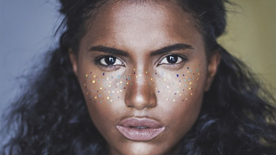 rainbow_freckles_a_whimsical_beauty_trend_youll_adore_01