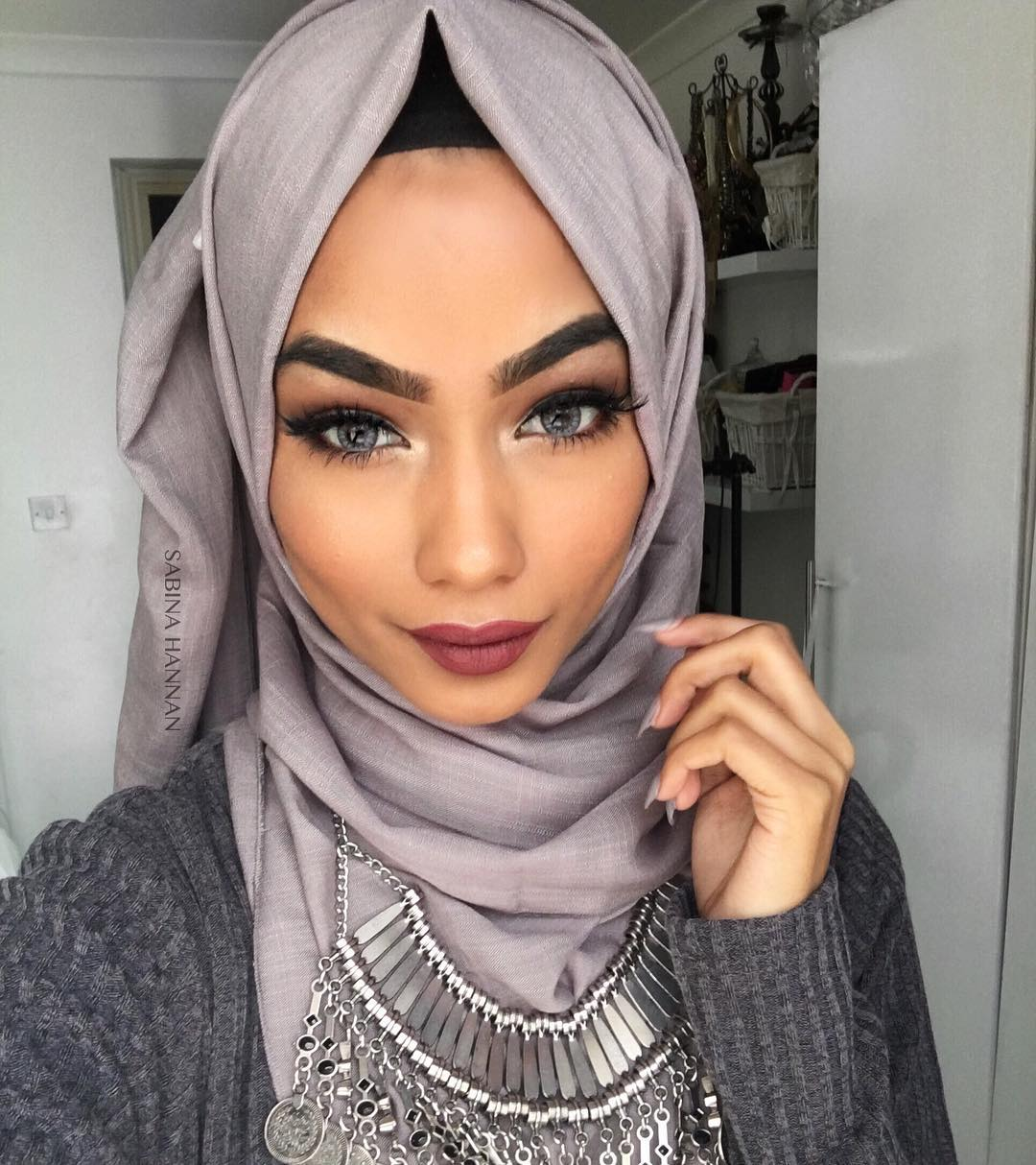 unbelievably beautiful women wearing hijabs on ig | her beauty