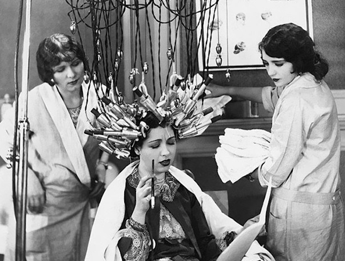 weirdest_beauty_salon_procedures_from_the_past_01
