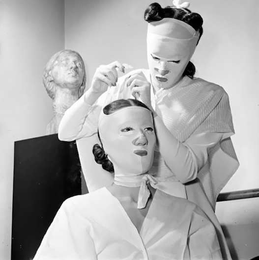 weirdest_beauty_salon_procedures_from_the_past_10