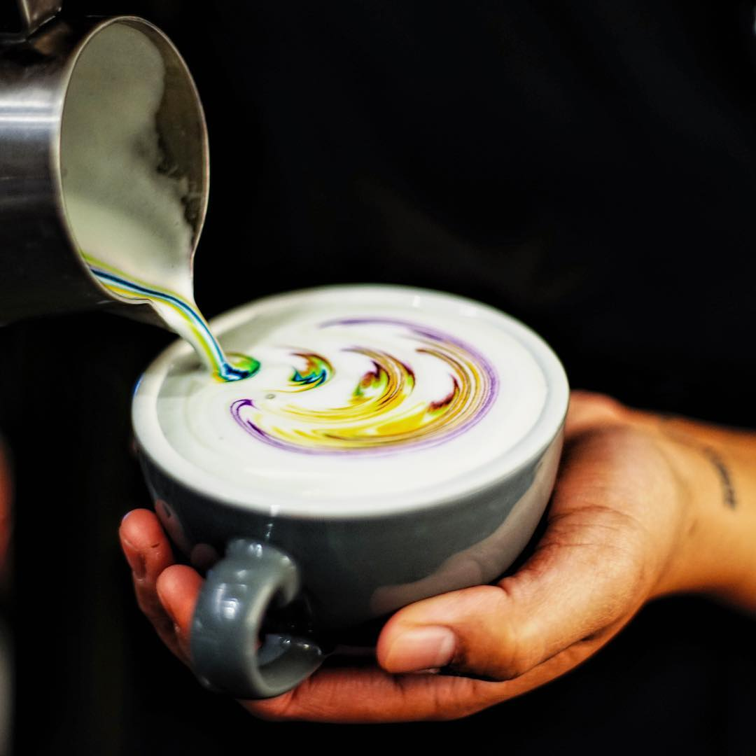 rainbow-coffee-is-the-new-hypnotizing-trend-in-barista-art-you-have-to-get-your-hands-on-03