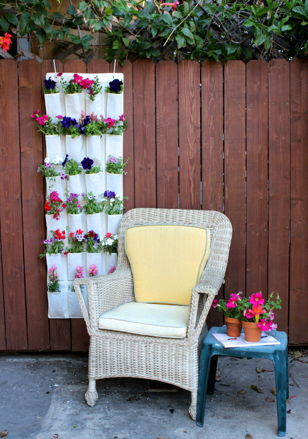 space-saving-garden-hacks-for-small-spaces-that-are-charming-and-inventive-02