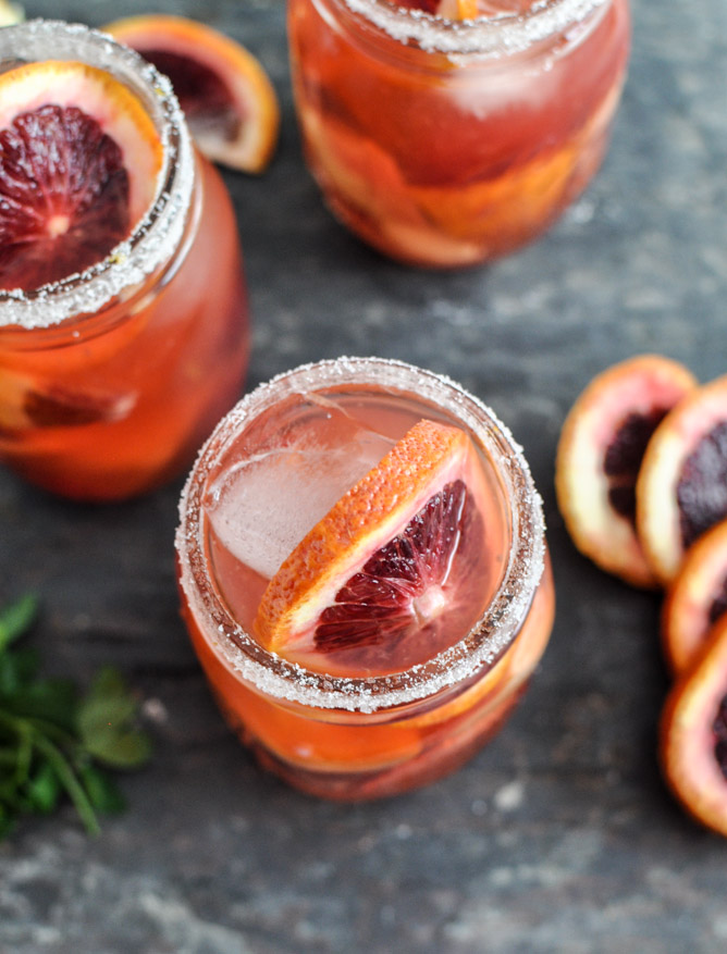 beautiful-big-batch-cocktails-that-are-sure-to-be-crowd-pleasers-01