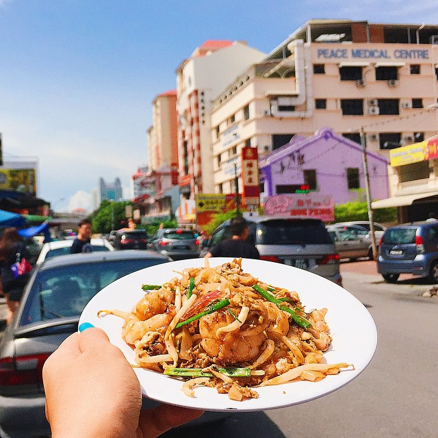 this-street-food-instagram-account-girl-eat-world-will-make-your-stomach-growl-07