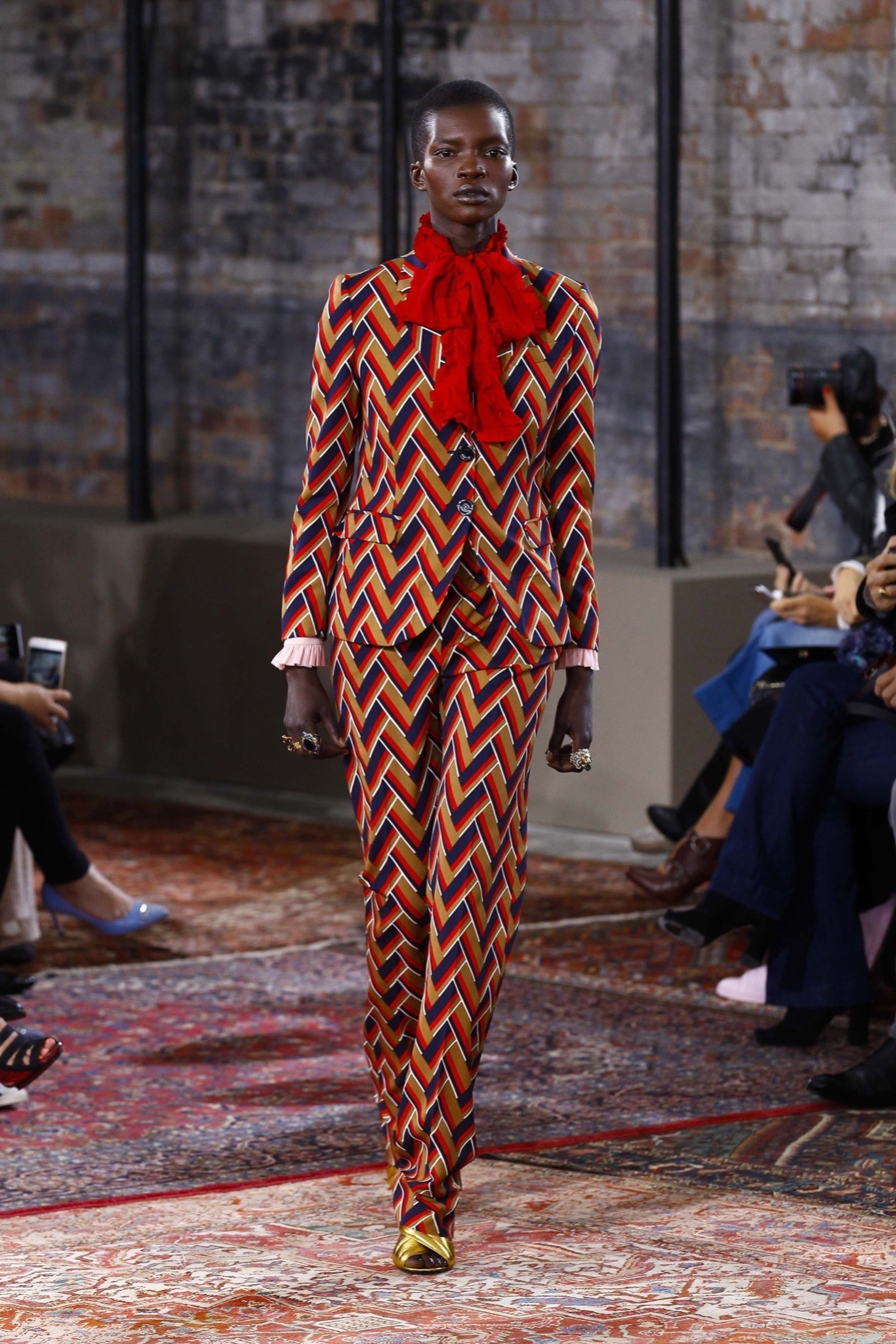 best-looks-of-the-gucci-cruise-collection-2016-08