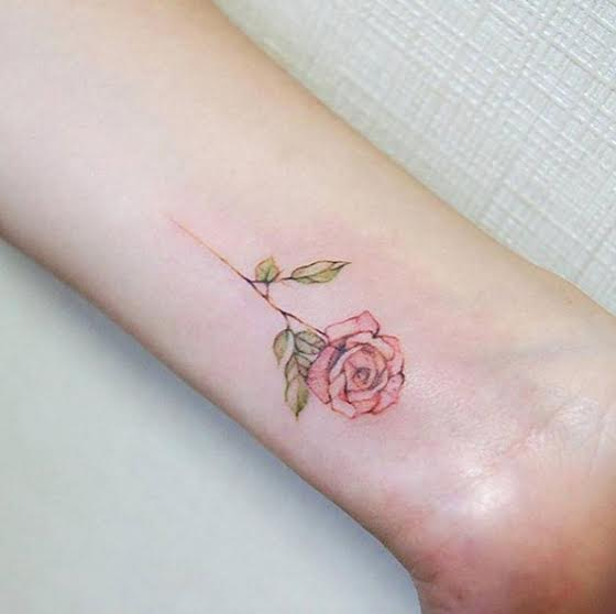 amazingly-attractive-wrist-tattoo-ideas-01