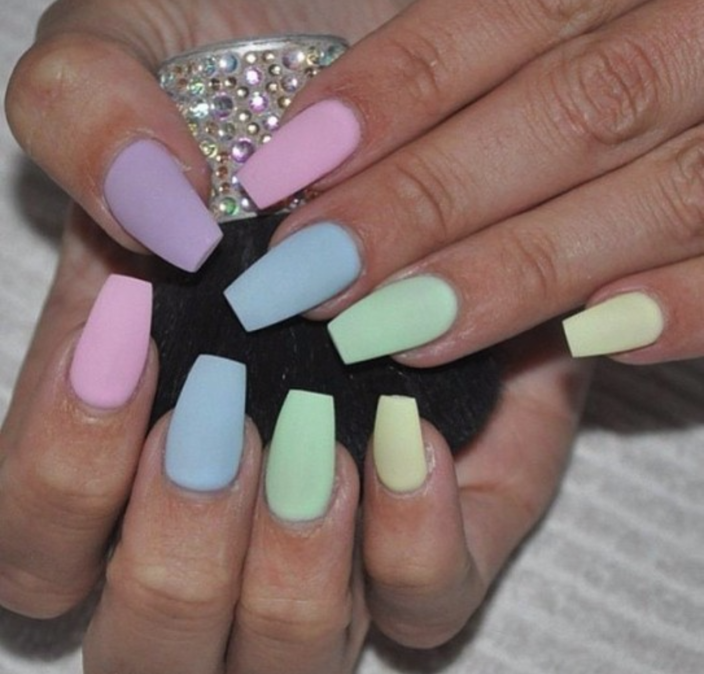 matte-manicures-youll-be-obsessed-with-13