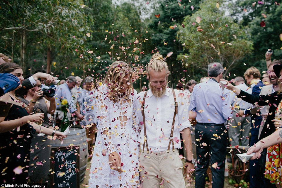 this-couples-diy-organic-wedding-is-gorgeous-but-eye-roll-worthy-01