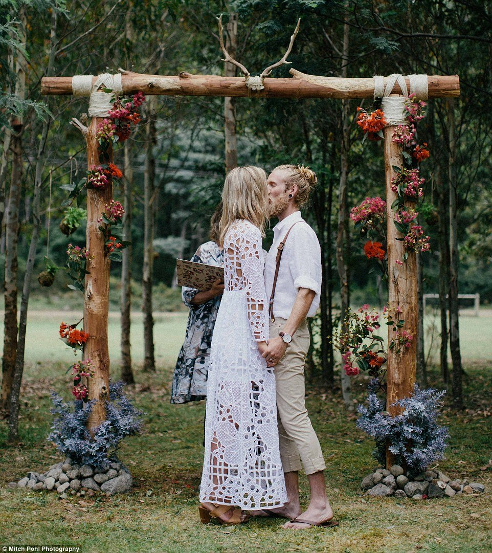 this-couples-diy-organic-wedding-is-gorgeous-but-eye-roll-worthy-04